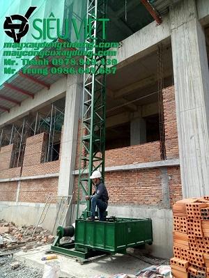 Vận thăng nâng hàng lắp đặt tại công trình